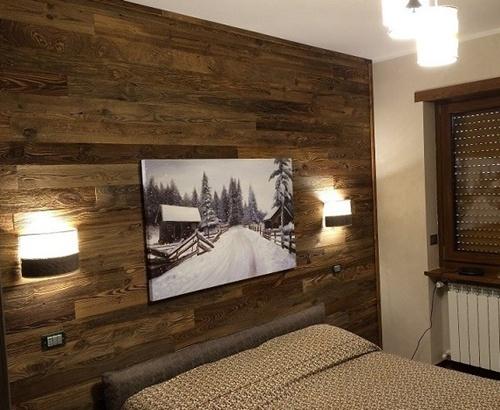 Обшивка стены внутри дома деревянной вагонкой